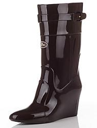Недорогие -Жен. Обувь ПВХ Наступила зима Резиновые сапоги Ботинки Туфли на танкетке Заостренный носок Сапоги до середины икры Черный / Миндальный /