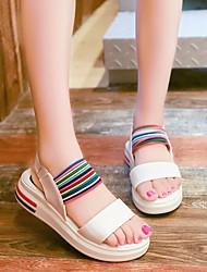 Недорогие -Жен. Обувь Полиуретан Лето Удобная обувь Сандалии Микропоры Открытый мыс для на открытом воздухе Белый / Черный