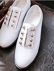 Недорогие -Жен. Обувь Кожа Наступила зима Удобная обувь Туфли на шнуровке На низком каблуке Белый / Черный