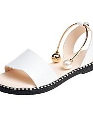 economico -Per donna Scarpe PU sintetico Estate Cinturino alla caviglia Sandali Footing Piatto Occhio di pernice Perle di imitazione Bianco / Nero /