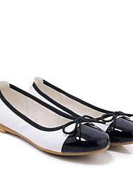 Недорогие -Жен. Обувь Лакированная кожа Весна / Лето Удобная обувь На плокой подошве На плоской подошве Закрытый мыс Белый / Миндальный