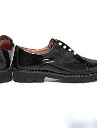 Недорогие -Жен. Обувь Лакированная кожа Весна Удобная обувь На плокой подошве На низком каблуке Круглый носок Жемчуг Черный / Для вечеринки / ужина