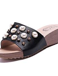 Недорогие -Жен. Обувь Полиуретан Лето Удобная обувь Тапочки и Шлепанцы Туфли на танкетке Круглый носок Стразы Белый / Черный