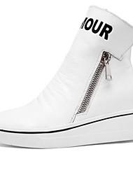 baratos -Mulheres Sapatos Pele Napa Outono Conforto Rasos Caminhada Salto Plataforma Ponta Redonda Branco / Preto