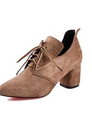 baratos -Mulheres Sapatos Camurça Primavera Verão Conforto Oxfords Caminhada Salto de bloco Dedo Apontado Preto / Cinzento / Khaki