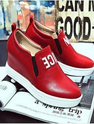 economico -Per donna Scarpe Pelle di maiale Primavera estate Comoda Sneakers Zeppa Punta chiusa Fibbia Bianco / Nero / Rosso