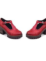 baratos -Mulheres Sapatos Couro Ecológico Primavera Conforto Saltos Salto Baixo Preto / Vermelho / Castanho Claro