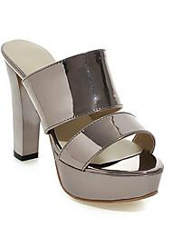 Недорогие -Жен. Комфортная обувь Полиуретан Весна Сандалии На шпильке Золотой