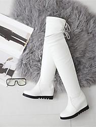 Недорогие -Жен. Fashion Boots Полиуретан Зима Ботинки На плоской подошве Круглый носок Сапоги выше колена Белый / Черный / Свадьба