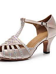Недорогие -Жен. Обувь для латины Сатин / Лакированная кожа На каблуках Кристаллы / Блеск Кубинский каблук Персонализируемая Танцевальная обувь Бежевый