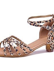 Недорогие -Танцевальная обувь Сатин Обувь для латины / Обувь для сальсы Пряжки Сандалии На толстом каблуке Персонализируемая Цвет-леопард / В помещении / Кожа / Тренировочные / Профессиональный стиль