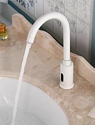 Недорогие -Ванная раковина кран - Широко распространенный / Датчик Электропокрытие Свободно стоящий Руки свободно одно отверстиеBath Taps / Латунь