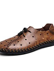 baratos -Homens Sapatos Confortáveis Pele Primavera / Verão Esportivo / Casual Oxfords Respirável Preto / Marron
