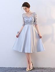 זול -גזרת A צווארון V באורך  הברך סאטן שמלה לשושבינה  עם חרוזים על ידי LAN TING Express