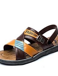 Недорогие -Муж. Комфортная обувь ПВХ Лето Сандалии Темно-русый / Темно-коричневый