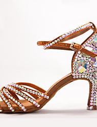 """Недорогие -Жен. Танцевальная обувь Сатин Обувь для латины Пряжки / Кристаллы / Crystal / Rhinestone На каблуках Каблук """"Клеш"""" Коричневый / Выступление"""