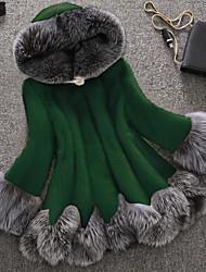 Недорогие -Жен. Для вечеринок / Офис Уличный стиль / Изысканный Зима Большие размеры Обычная Искусственное меховое пальто, Однотонный / Контрастных цветов Капюшон Длинный рукав Искусственный мех Пэчворк