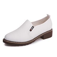 Mulheres Sapatos Couro Ecológico Primavera / Outono Conforto Oxfords Branco / Preto / Vermelho