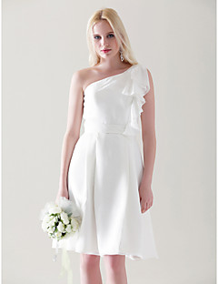 Χαμηλού Κόστους Ουδέτερα Χρώματα-Γραμμή Α / Πριγκίπισσα Ένας Ώμος Μέχρι το γόνατο Σιφόν Φόρεμα Παρανύμφων με Που καλύπτει / Βολάν με LAN TING BRIDE®
