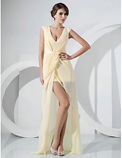 billiga Cocktailklänningar-Åtsmitande V-hals Golvlång Asymmetrisk Chiffong Formell kväll Klänning med Bälte / band Delad framsida Sidodraperad av TS Couture®