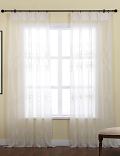billige Vinduskolleksjoner-Stanglomme Propp Topp Fane Top Dobbelt Plissert To paneler Window Treatment Land, Broderi Blad Polyester Materiale Gardiner Skygge Hjem