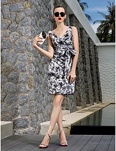 billiga Cocktailklänningar-Åtsmitande V-hals Knälång Chiffong Cocktailfest Klänning med Rosett(er) / Mönster / tryck av TS Couture®