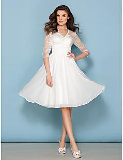 billiga Brudklänningar-A-linje V-hals Knälång Chiffong / Spets Bröllopsklänningar tillverkade med Bälte / band av LAN TING BRIDE® / Illusion / Genomskinliga
