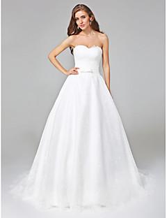 billiga Plusstorlek brudklänningar-A-linje Hjärtformad urringning Hovsläp Spets Bröllopsklänningar tillverkade med Rosett / Bälte / band av LAN TING BRIDE® / Öppen Rygg
