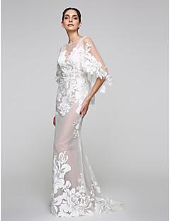 preiswerte Hochzeitskleider-Trompete / Meerjungfrau Bateau Hals Tiefer Ausschnitt Pinsel Schleppe Tüll Spitze über Tüll Schiere Spitze Hochzeitskleid mit