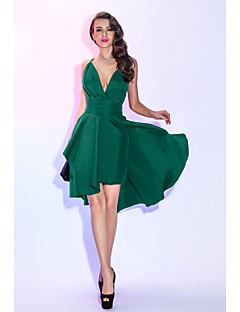 billiga Den lilla svarta-A-linje Dunkel halsringning Asymmetrisk Taft Cocktailfest / Bal Klänning med Veckad / Plisserat av TS Couture® / Den lilla svarta