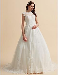 billiga Brudklänningar-A-linje Bateau Neck Kapellsläp Spets Bröllopsklänningar tillverkade med Applikationsbroderi / Knappar av LAN TING BRIDE® / Öppen Rygg