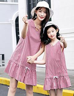 billige Sett med familieklær-Mamma og meg Stripet Ermeløs Kjole