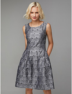 billiga Cocktailklänningar-A-linje Prydd med juveler Knälång Polyester- / bomullsblandning Cocktailfest Klänning med Mönster / tryck / Plisserat av TS Couture®