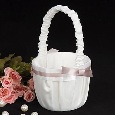 cesta de niña de flores de boda pura elegancia en ceremonia de boda de satén blanco