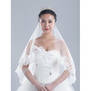 One-tier Lace Applique Edge Wedding Veil Headpieces with Veil 53 Appliques 59.06 in (150cm) Tulle