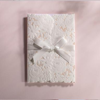 Személyre szabott csukott Esküvői Meghívók Meghívók-50 Darab / készlet Modern stílus / Virágos stílus Művészpapír Szalagok