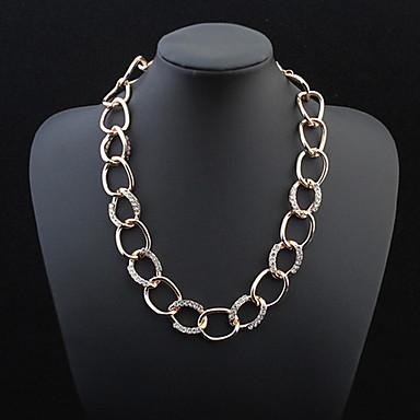 atmosphère élégante chaîne collier grand diamant classique style féminin