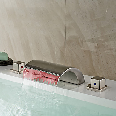 Baño grifo del fregadero - Cascada / LED Níquel Cepillado Muy Difundido Dos asas de tres agujeros / Latón