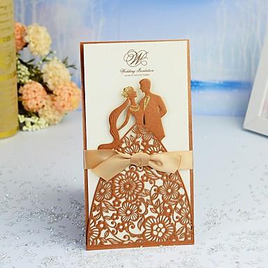 billige Bryllupsinvitasjoner-Fransk-Fold Bryllupsinvitasjoner 30pcs - Invitasjonskort / Takkekort / Svare Kort Moderne Stil / Eventyr Tema / Brud & Brudgom Stil Perle-papir 21.5*11.5 cm Sateng Sløyfe / Belte / bånd