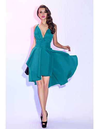 2c75db8f4aaaeb9 Недорогие Коктейльные платья-А-силуэт Погруженный декольте Асимметричное  Тафта Маленькое черное платье / Из