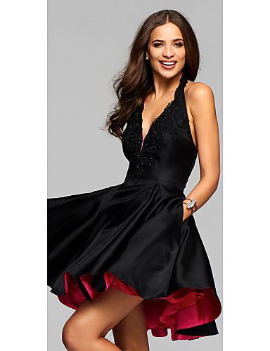 billige Kjoler til årsfest-A-linje V-hals / Grime Kort / mini Elastisk sateng Liten svart kjole Cocktailfest Kjole med Appliqué av LAN TING Express