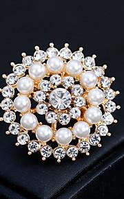 Femme Broche Strass Perle Alliage Forme Géométrique Or Argent Fleur Mode Européen Bijoux Mariage Quotidien Bijoux de fantaisie