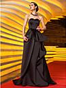 Linia -A In Formă de Inimă Mătura / Trenă Satin Bal Seară Formală Bal Militar Rochie cu Aplică Eșarfă / Panglică Pliuri de TS Couture®