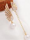 Dame Cercei Picătură Elegant Nepotrivirea Perle Imitație de Perle Ștras Diamante Artificiale Aliaj Aripi / Pene Bijuterii Pentru