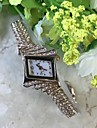 Pentru femei Ceas Brățară Simulat Diamant Ceas Chineză Quartz / Aliaj Bandă Casual Rose
